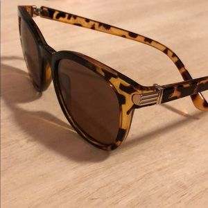 Dana Buchman Cheetah print sunglasses